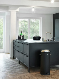 черна-кухня-дизайн-1