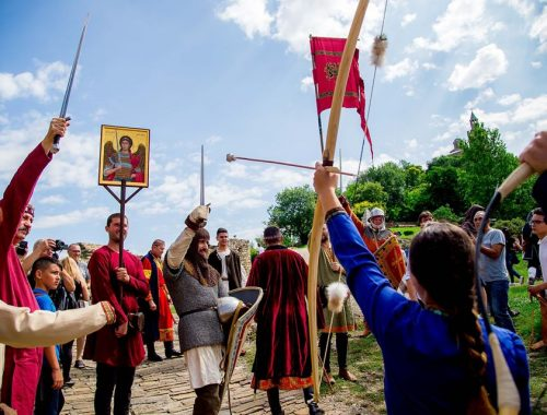 """Medieval camp """"Crown and Sword"""" in June in Tsarevets Fortress"""