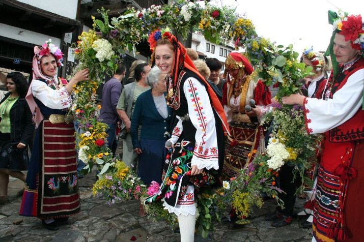 Celebrate Enyovden at the Samovodska Charshia in Veliko Tarnovo