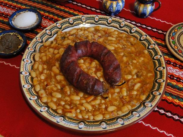 Gornooryahovski sudzhuk represents Bulgaria in an attractive cookbook by the European Commission